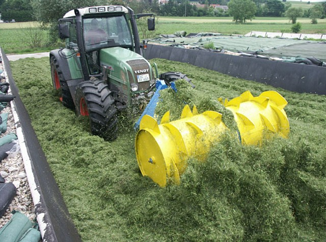 RECK Agrartechnik - Successful grass on grass silage with the Jumbo II from RECK